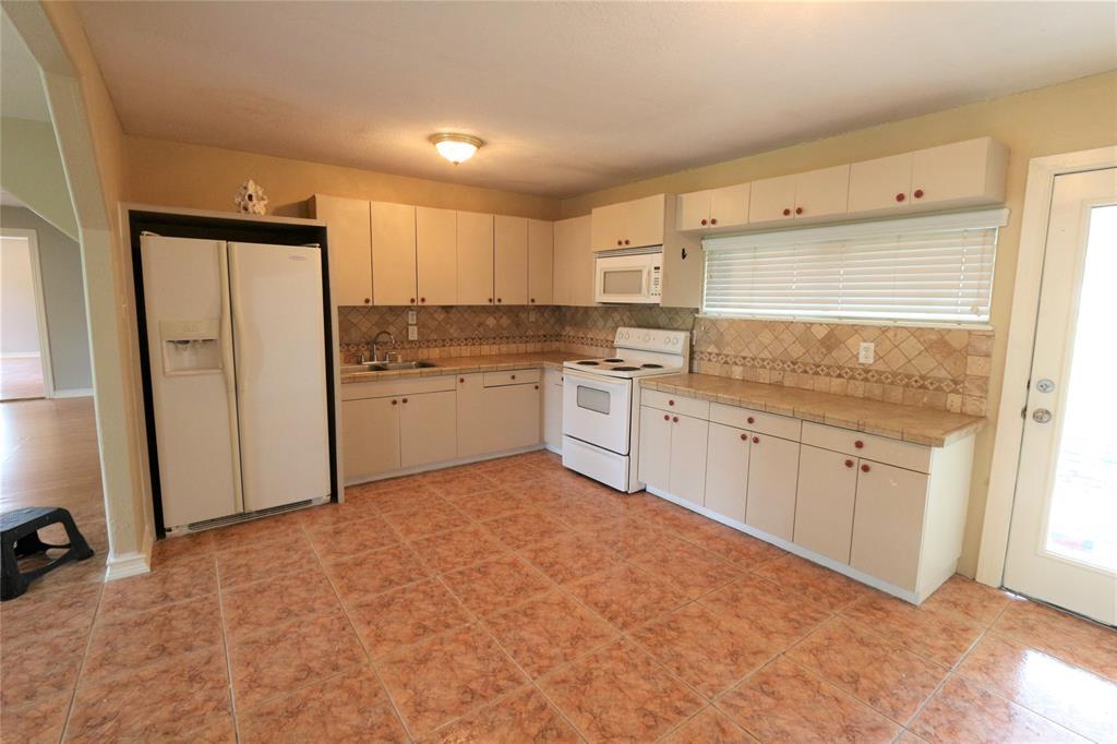 Pending | 610 Maple  Avenue Fresno, TX 77545 22