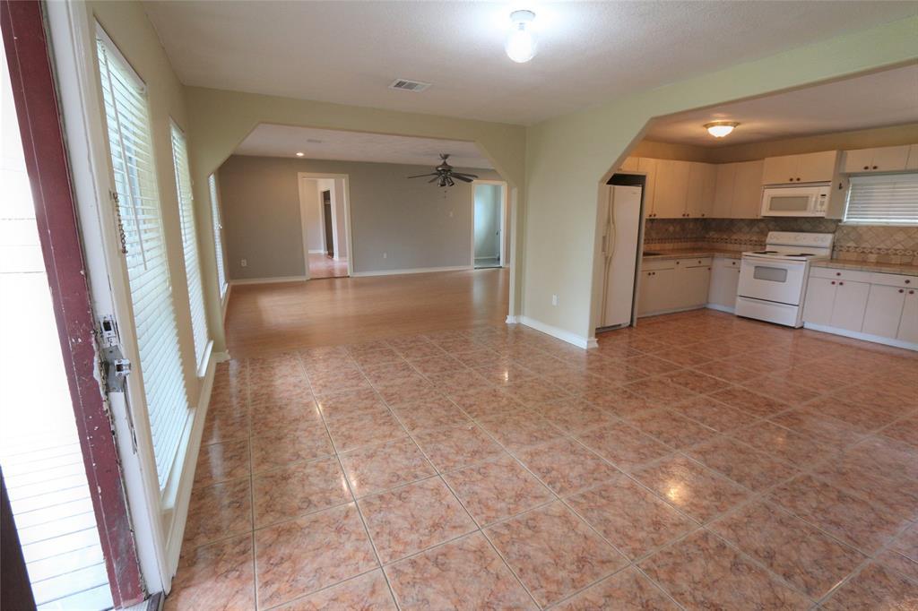 Pending | 610 Maple  Avenue Fresno, TX 77545 5