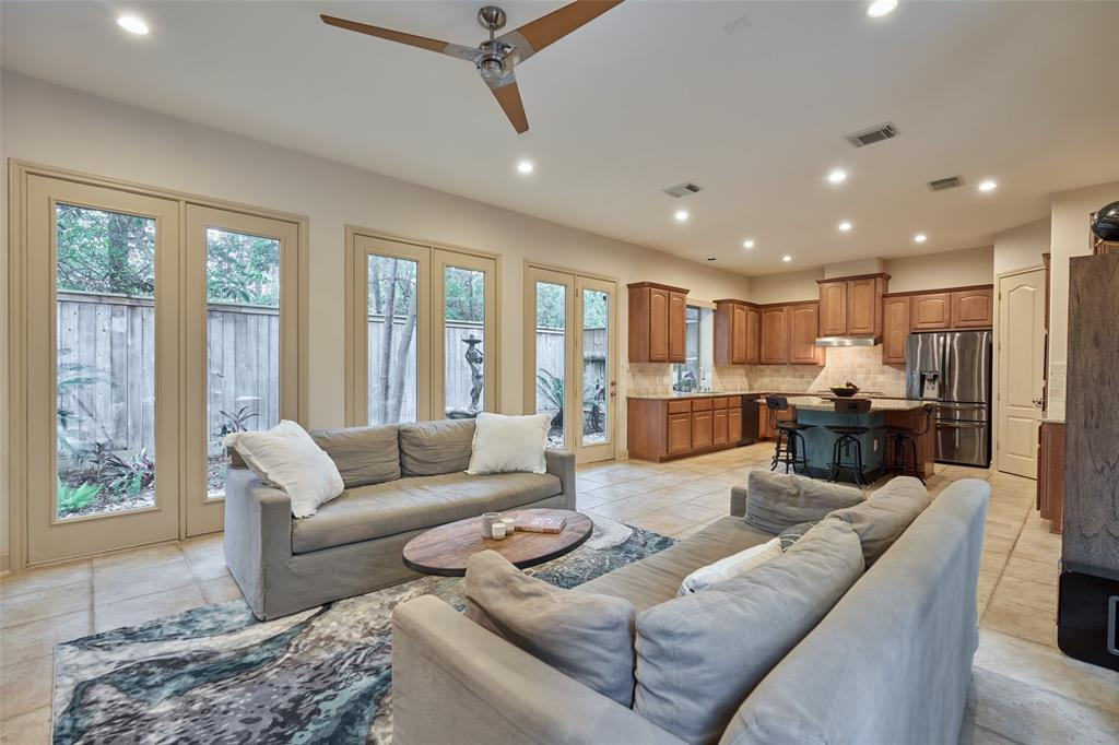 Pending | 66 Mill Point Place The Woodlands, Texas 77380 12