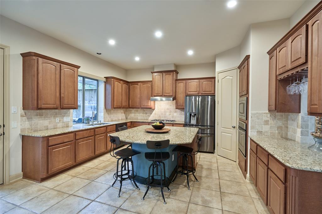 Pending | 66 Mill Point Place The Woodlands, Texas 77380 6