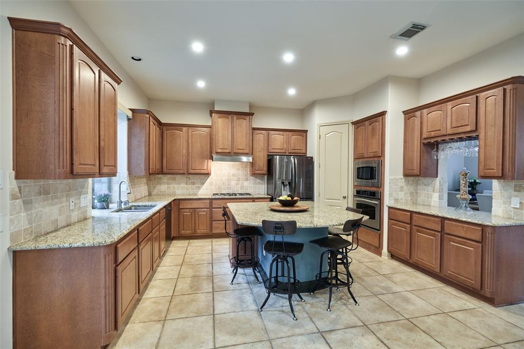Pending | 66 Mill Point Place The Woodlands, Texas 77380 7