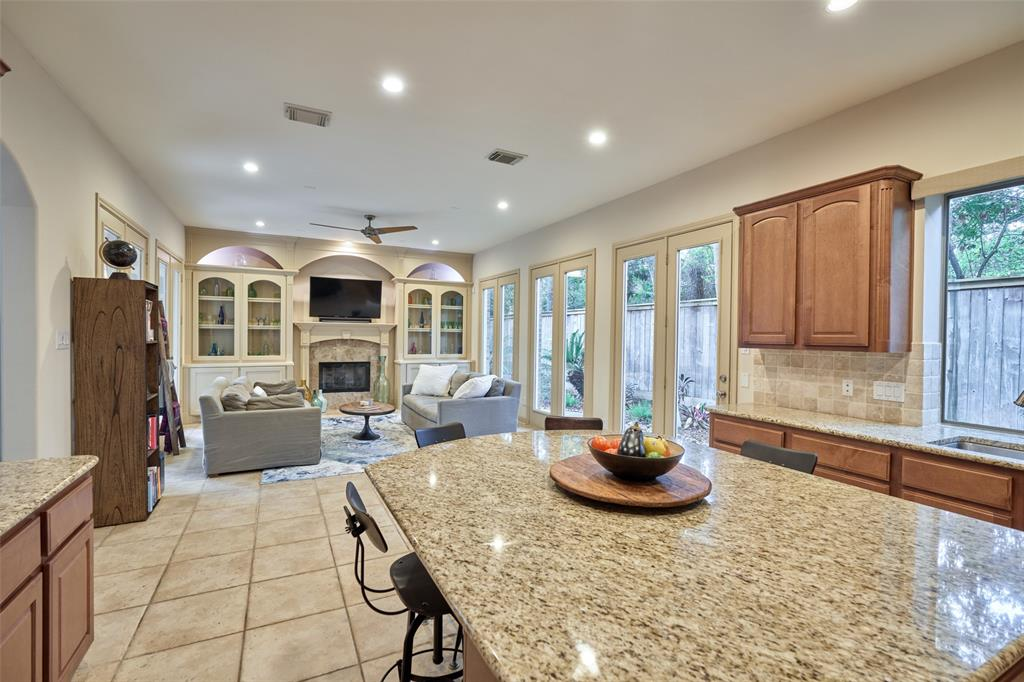 Pending | 66 Mill Point Place The Woodlands, Texas 77380 9