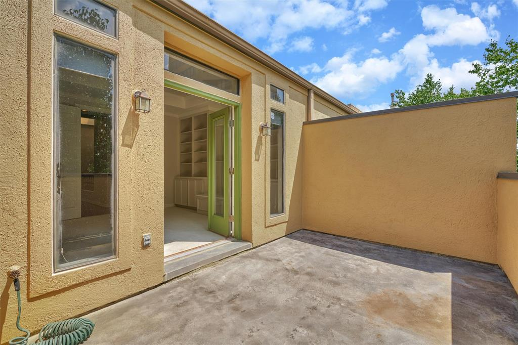 Active   103 BIRDSALL Street Houston, Texas 77007 36