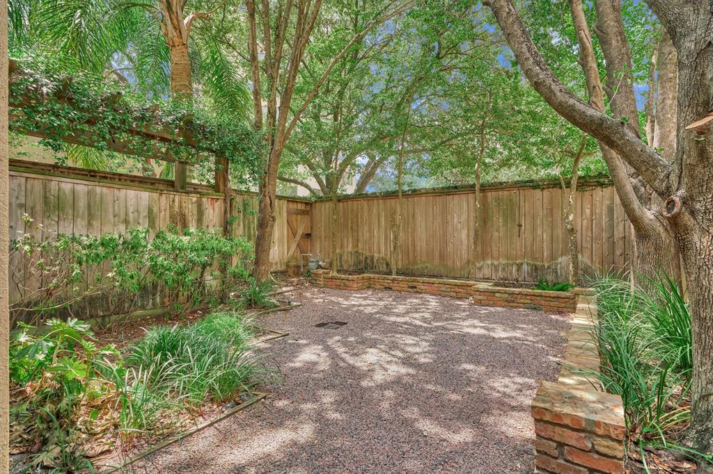 Active   103 BIRDSALL Street Houston, Texas 77007 37