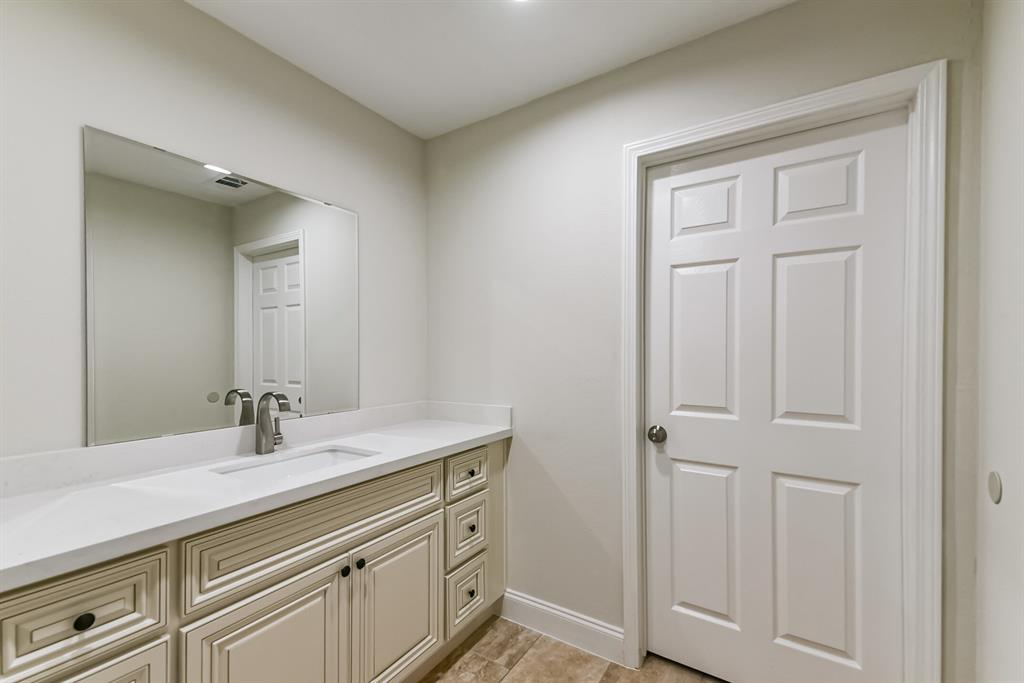 Active   34 S High Oaks  Circle The Woodlands, TX 77380 16