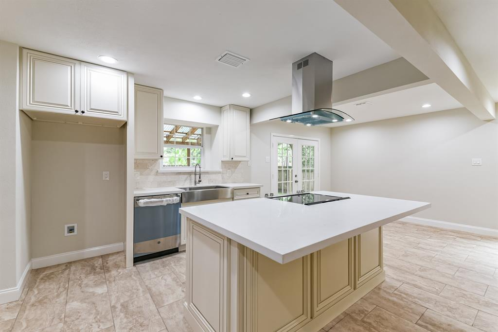 Active   34 S High Oaks  Circle The Woodlands, TX 77380 23