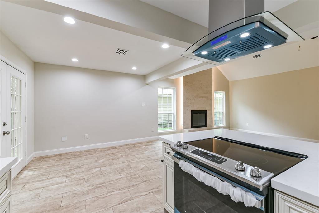 Active   34 S High Oaks  Circle The Woodlands, TX 77380 24
