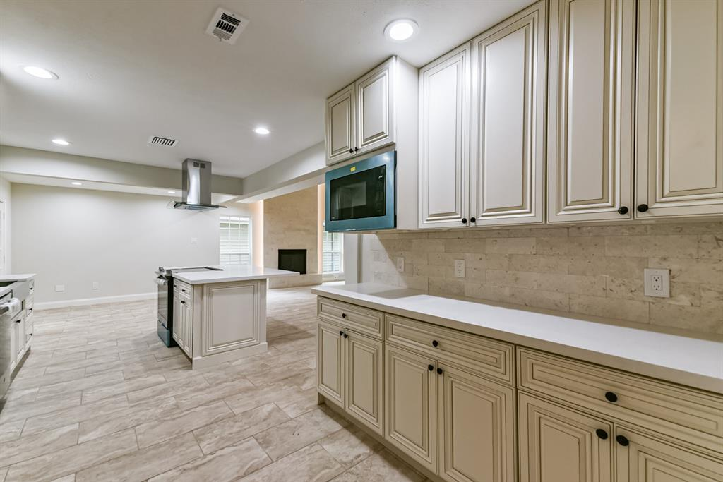 Active   34 S High Oaks  Circle The Woodlands, TX 77380 27
