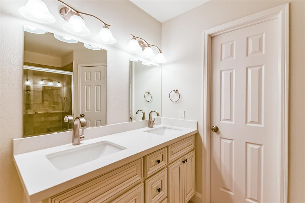 Active   34 S High Oaks  Circle The Woodlands, TX 77380 31