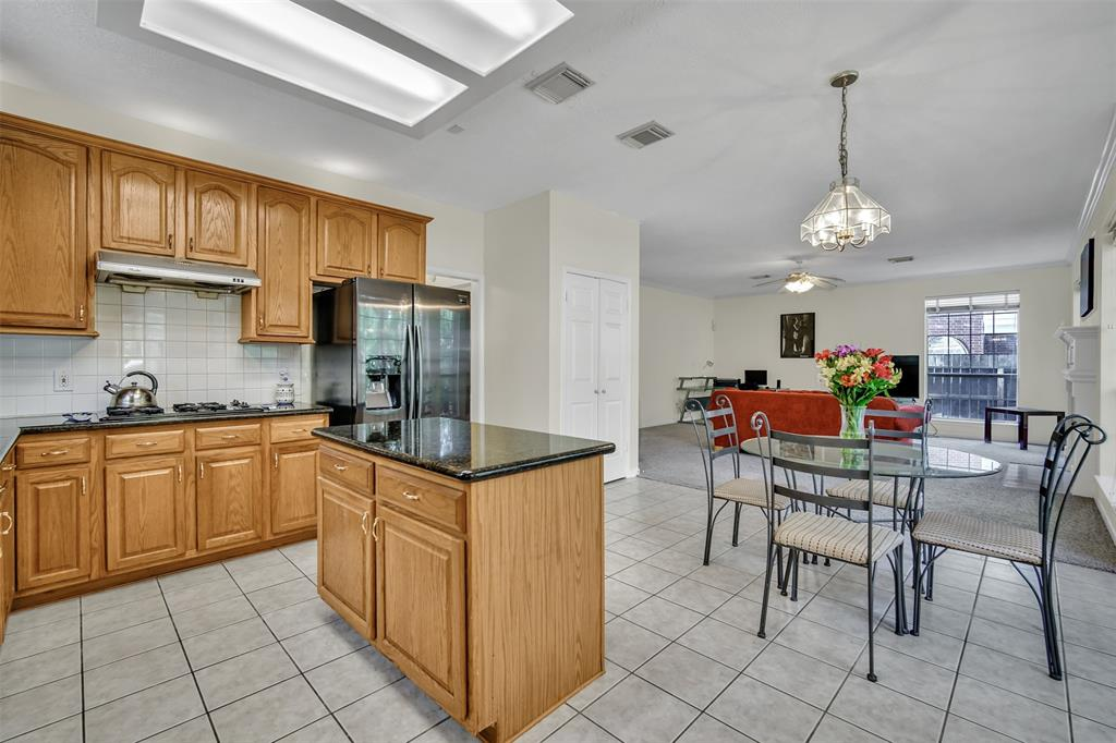 Active | 155 W Sterling Pond Circle The Woodlands, TX 77382 20
