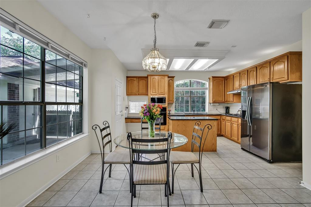 Active | 155 W Sterling Pond Circle The Woodlands, TX 77382 23
