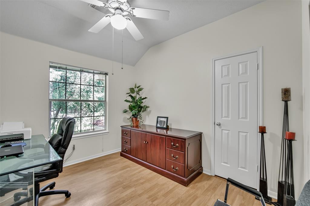 Active | 155 W Sterling Pond Circle The Woodlands, TX 77382 46