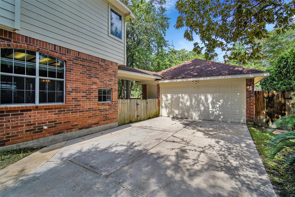 Active | 155 W Sterling Pond Circle The Woodlands, TX 77382 47