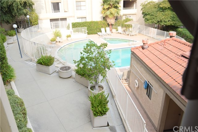 Active Under Contract   4209 Via Arbolada #132 Los Angeles, CA 90042 22