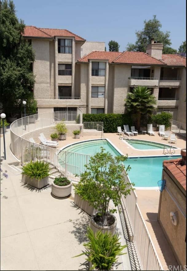 Active Under Contract   4209 Via Arbolada #132 Los Angeles, CA 90042 23
