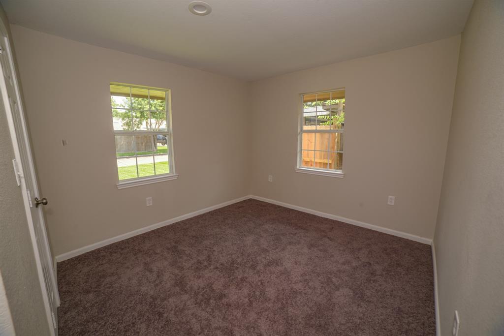Pending | 706 Sherwood  Drive Pasadena, TX 77502 12
