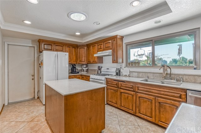 Closed | 5525 Evergreen Court Chino, CA 91710 5
