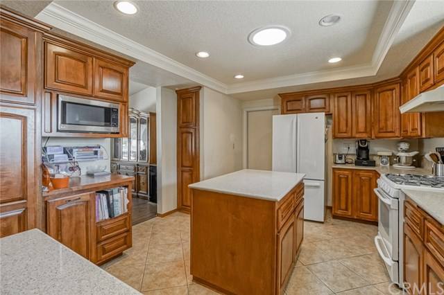 Closed | 5525 Evergreen Court Chino, CA 91710 6