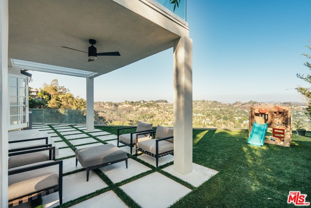 Closed | 2700 Angelo  Drive Los Angeles, CA 90077 16