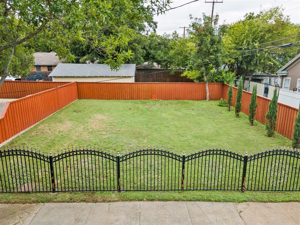Active Option Contract | 615 Neches  Street Dallas, TX 75208 3