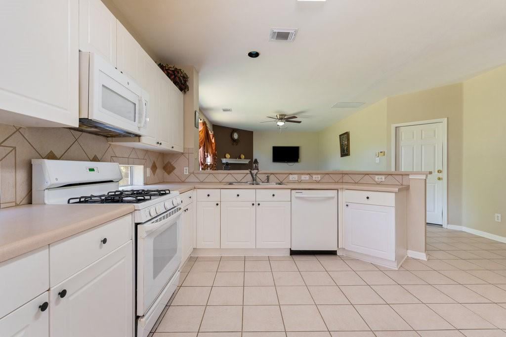 Active Under Contract   1911 Creole  Drive Austin, TX 78727 12