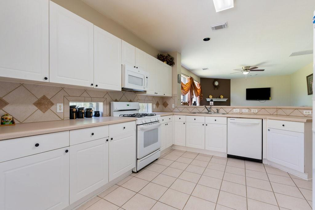 Active Under Contract   1911 Creole  Drive Austin, TX 78727 13