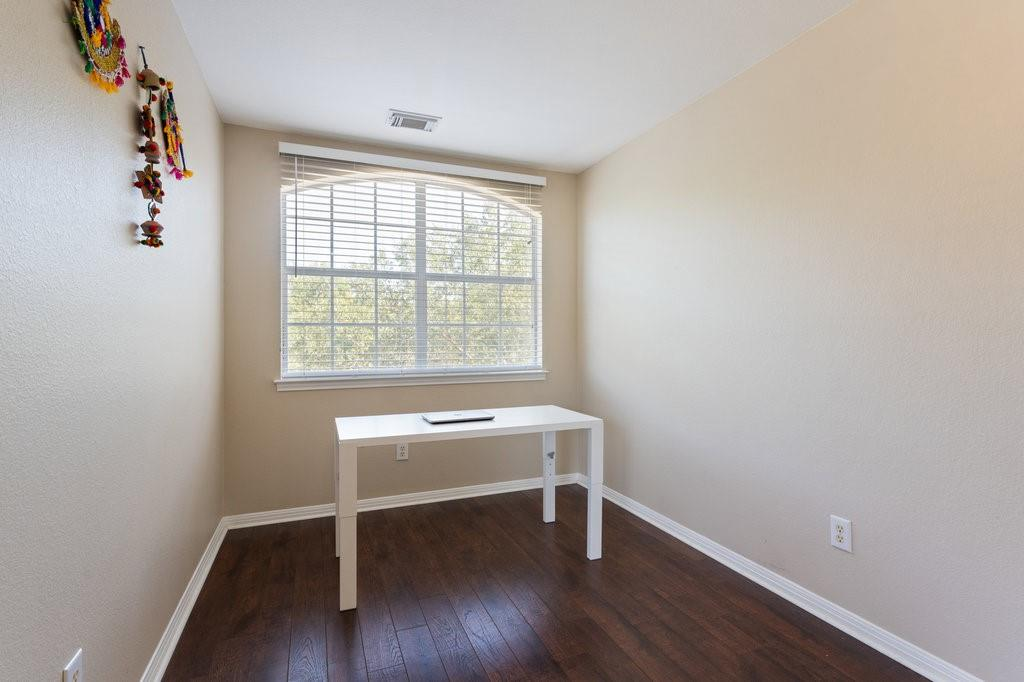 Active Under Contract   1911 Creole  Drive Austin, TX 78727 26