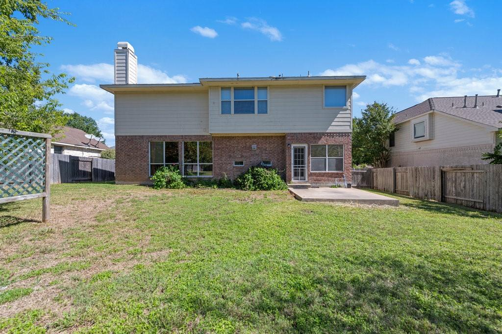 Active Under Contract   1911 Creole  Drive Austin, TX 78727 34