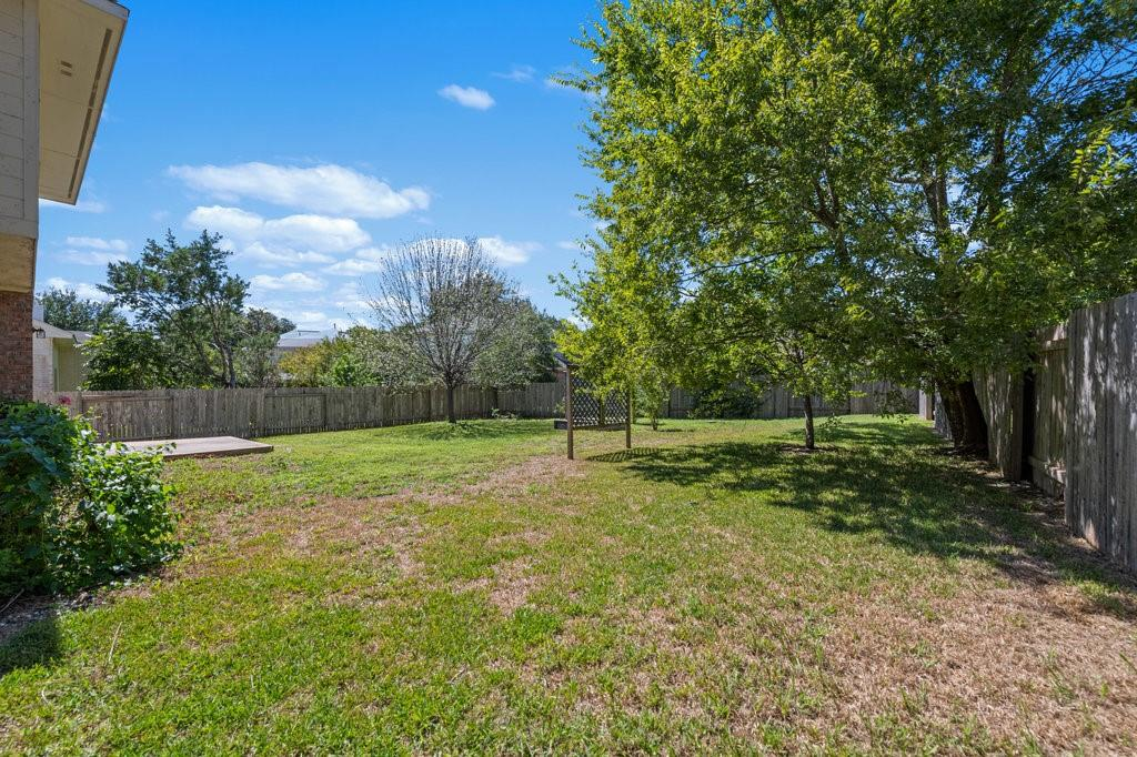 Active Under Contract   1911 Creole  Drive Austin, TX 78727 35