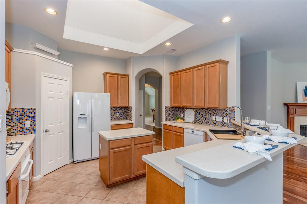 Pending | 2405 Bay Spring  Street Pearland, TX 77584 14