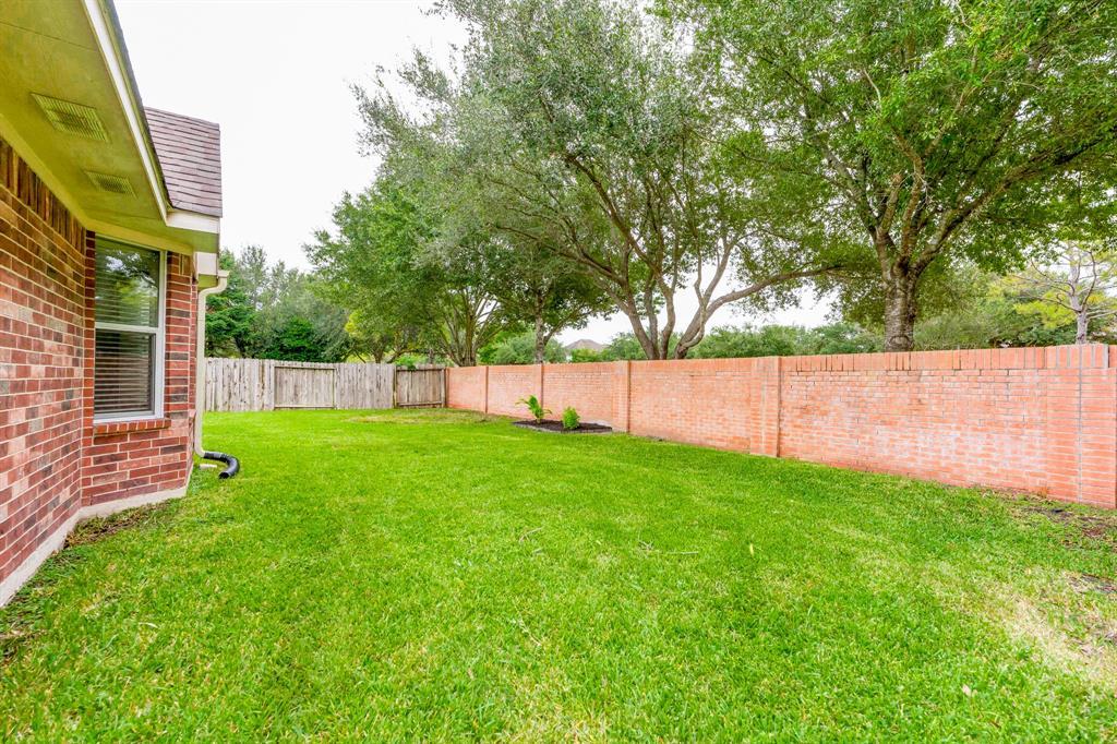 Pending | 2405 Bay Spring  Street Pearland, TX 77584 27