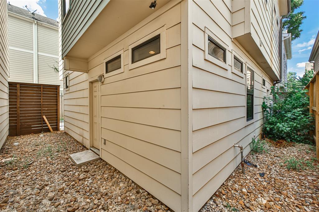 Pending | 3013 Polk  Street #B Houston, TX 77003 26