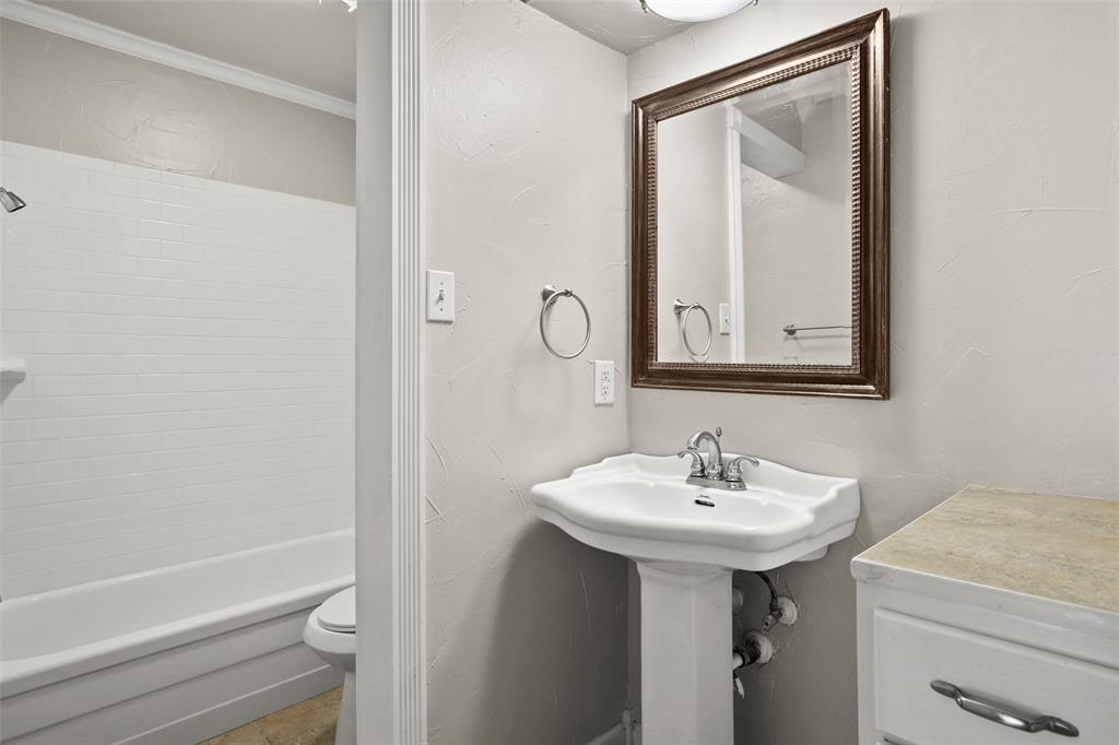 Sold Property | 5212 Fleetwood Oaks Avenue #202 Dallas, Texas 75235 20