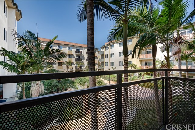 Pending | 13200 Pacific Promenade #219 Playa Vista, CA 90094 7