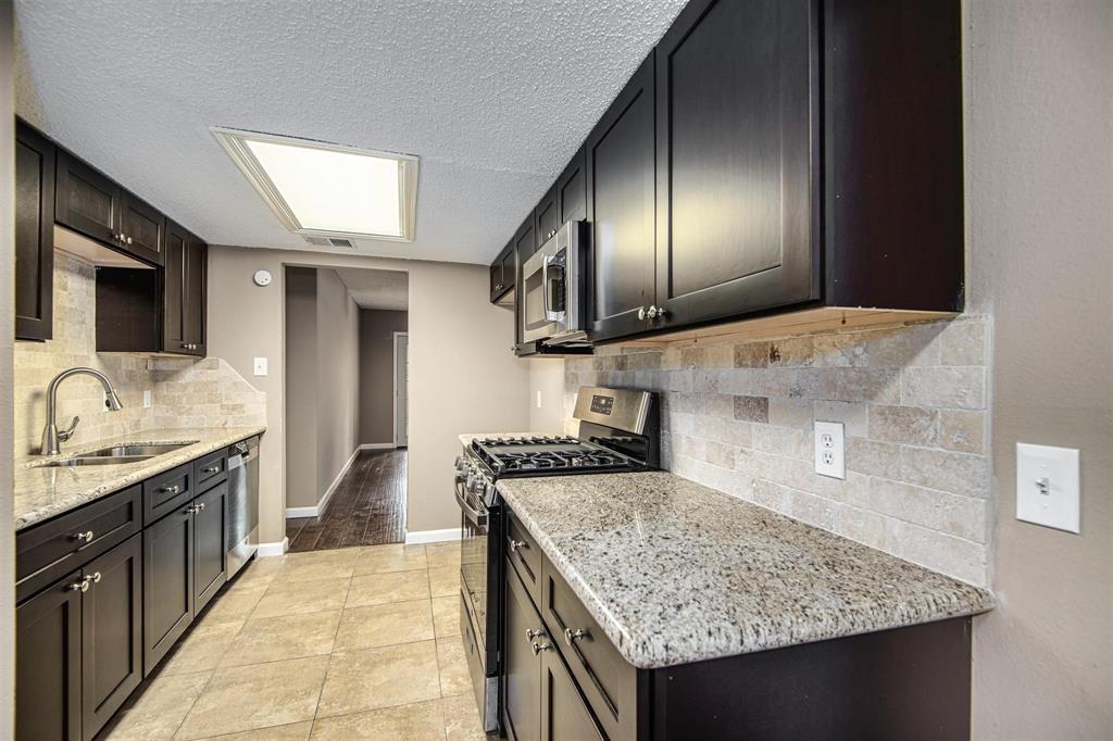 Option Pending | 9422 Charter Ridge  Drive Houston, TX 77070 14