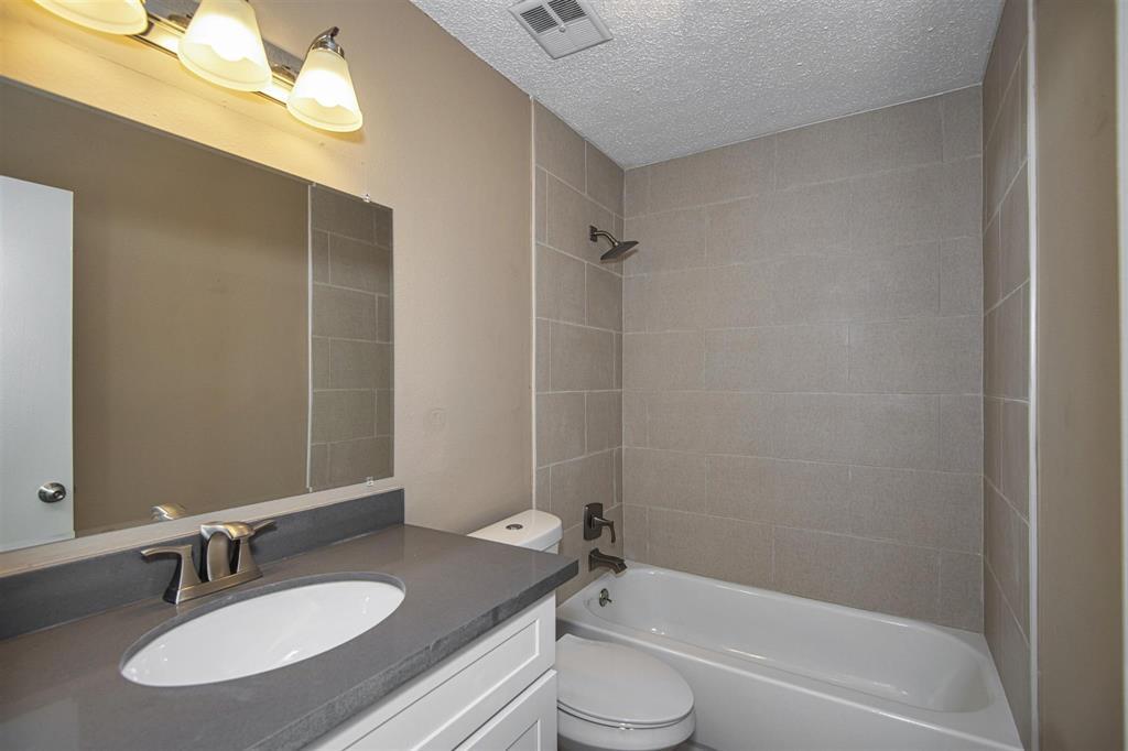 Option Pending | 9422 Charter Ridge  Drive Houston, TX 77070 15