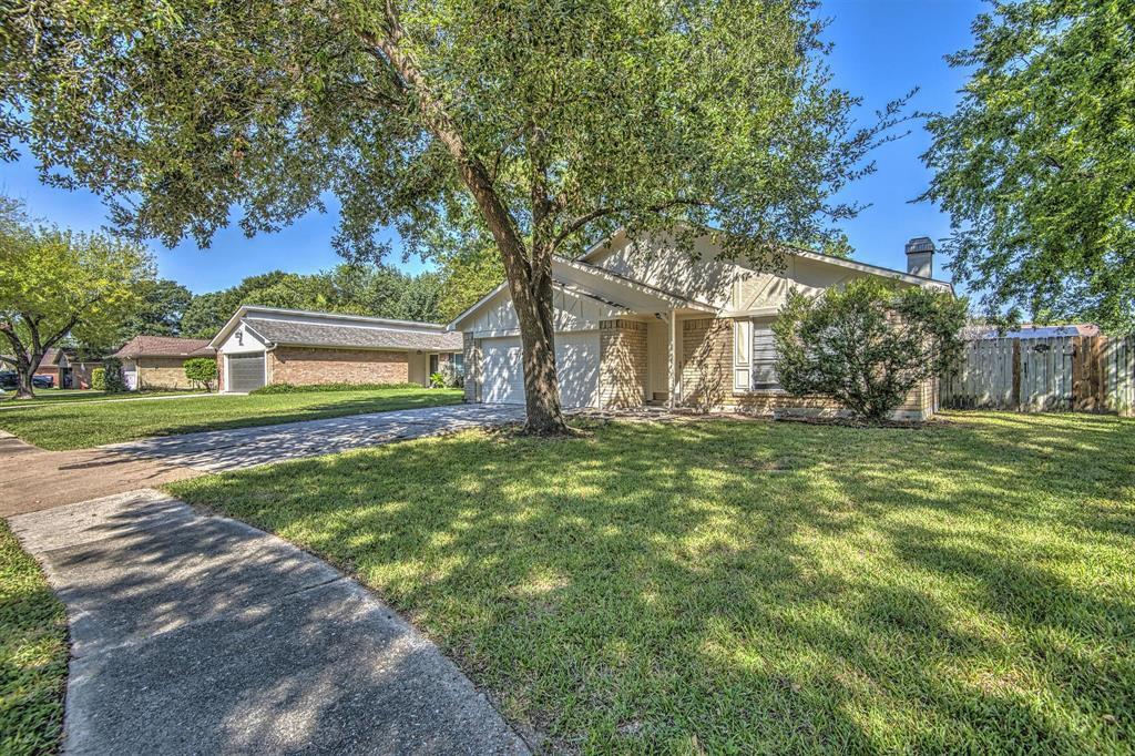 Option Pending | 9422 Charter Ridge  Drive Houston, TX 77070 3
