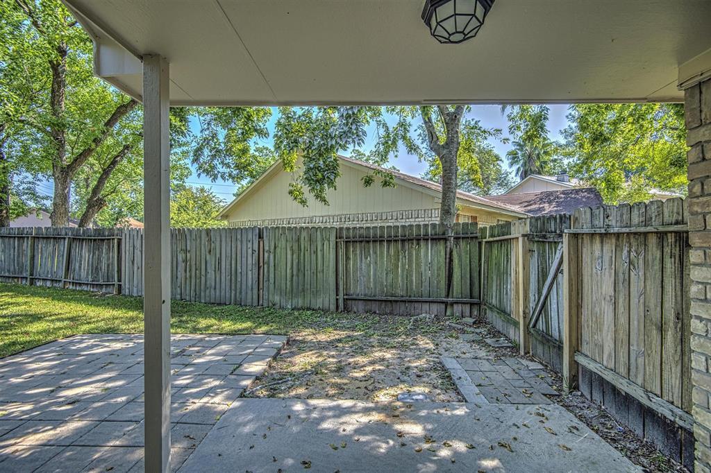 Option Pending | 9422 Charter Ridge  Drive Houston, TX 77070 25