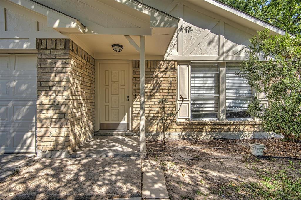 Option Pending | 9422 Charter Ridge  Drive Houston, TX 77070 4