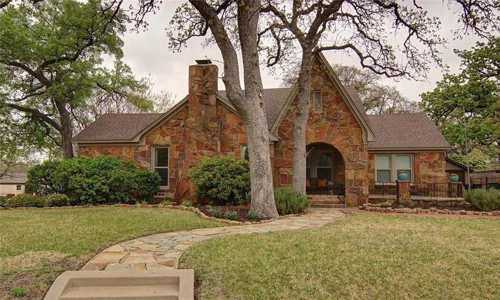 Sold Property | 2201 Daisy Lane Fort Worth, Texas 76111 2