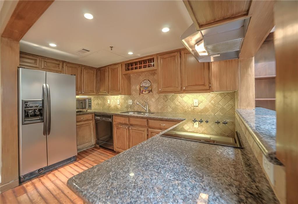 Leased   3906 Buena Vista Street #15A Dallas, Texas 75204 3
