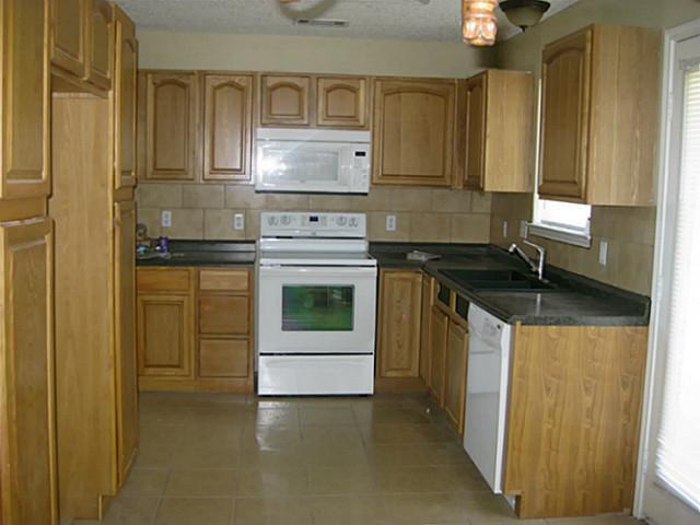Sold Property | 6013 Kimberly Court Haltom City, Texas 76137 7