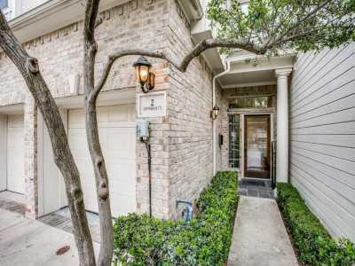 Sold Property | 2 Stonebriar Court Dallas, Texas 75206 2